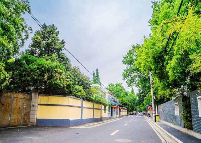 Quiet Lingyin Road