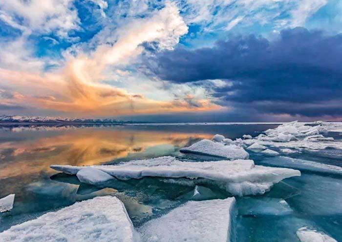 Lake Yamdrok with Ice